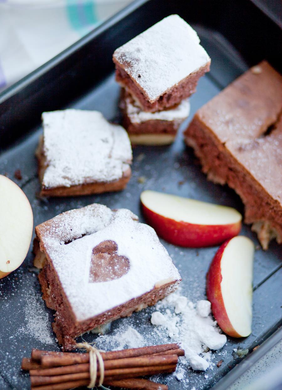 ciasto biszkoptowe z jabłkiem