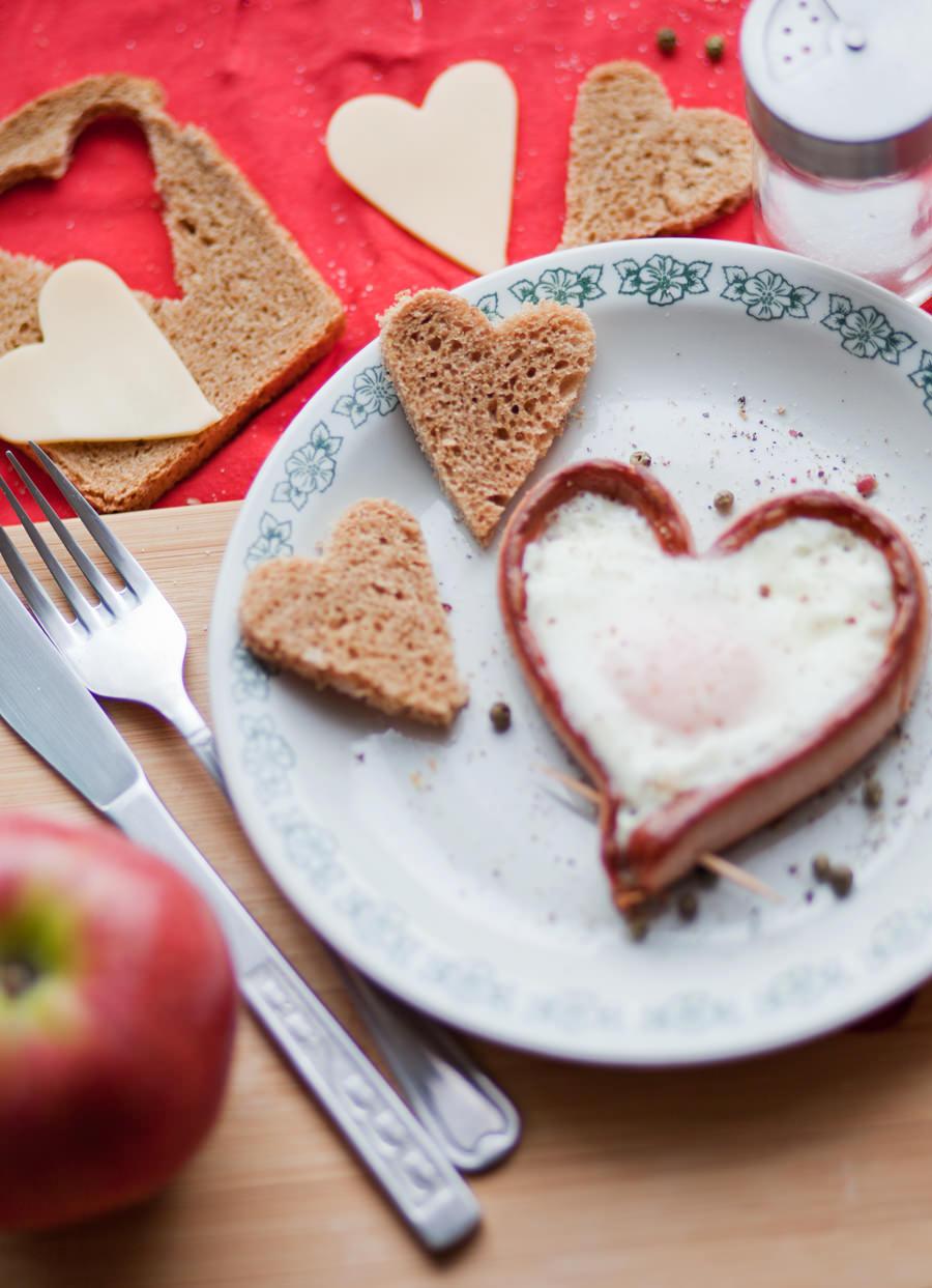zdjęcie potrawy, parówka w kształcie serca
