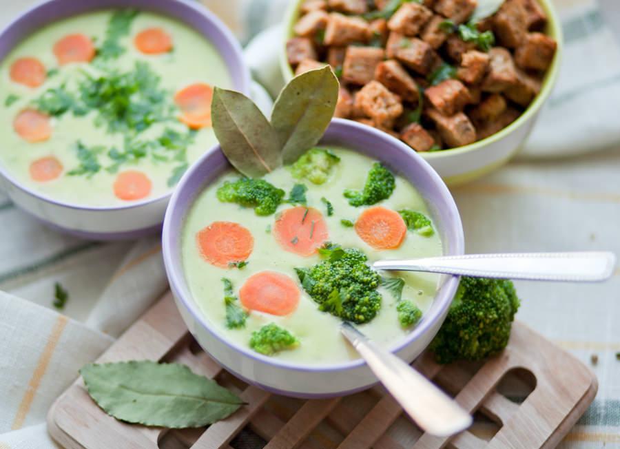 zupa brokułowa - stylizacja potraw