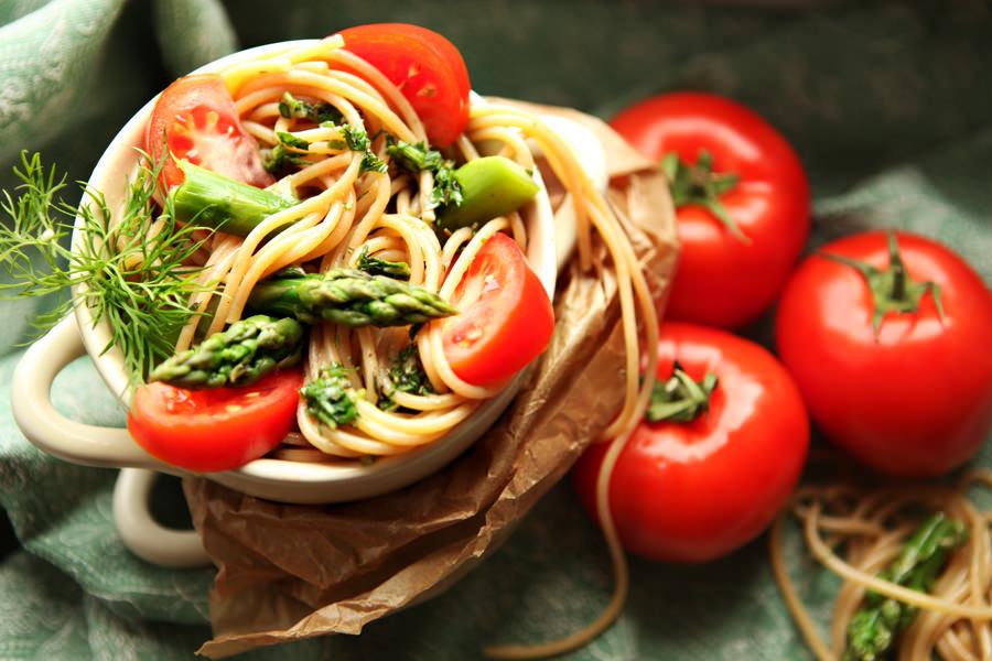 zdjęcie kulinarne spaghetti ze szparagami