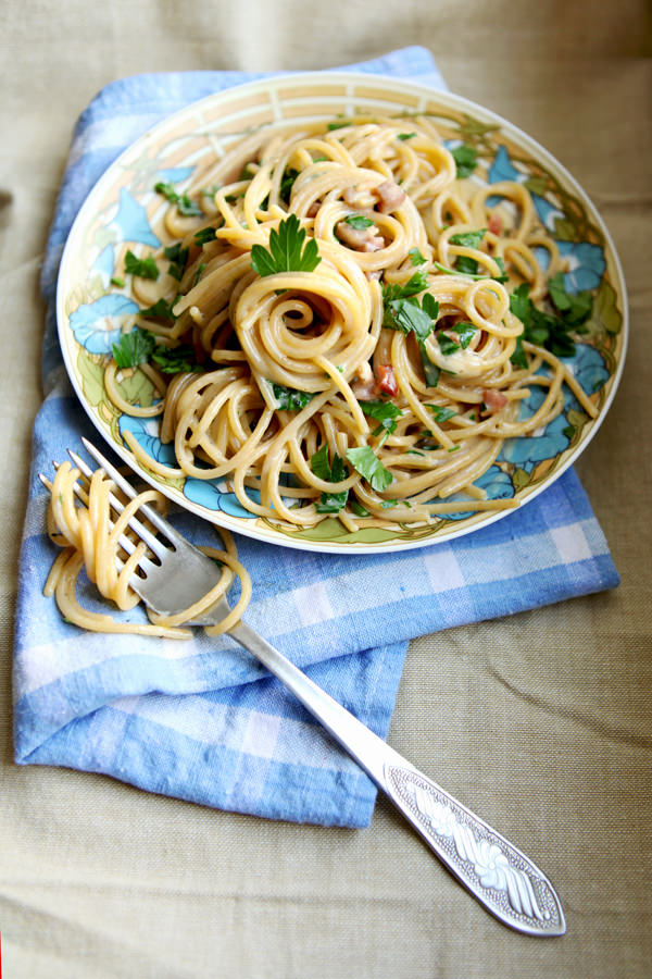 zdjęcie kulinarne spaghetti ala carbonara