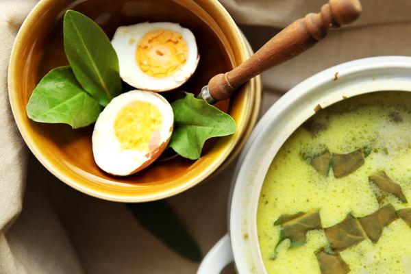 zdjęcie przedstawiające zupę szczawiową