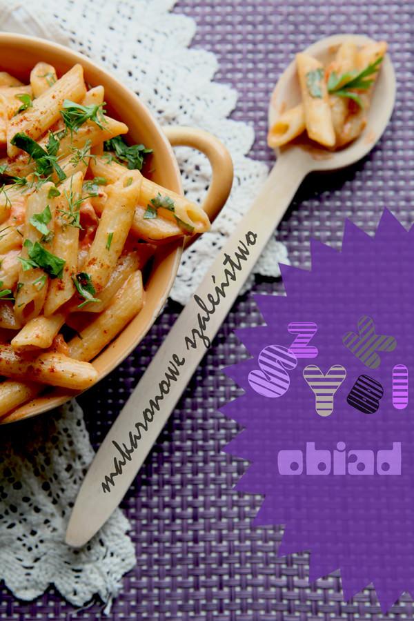 fotografia kulinarna makaron z sosem pomidorowym