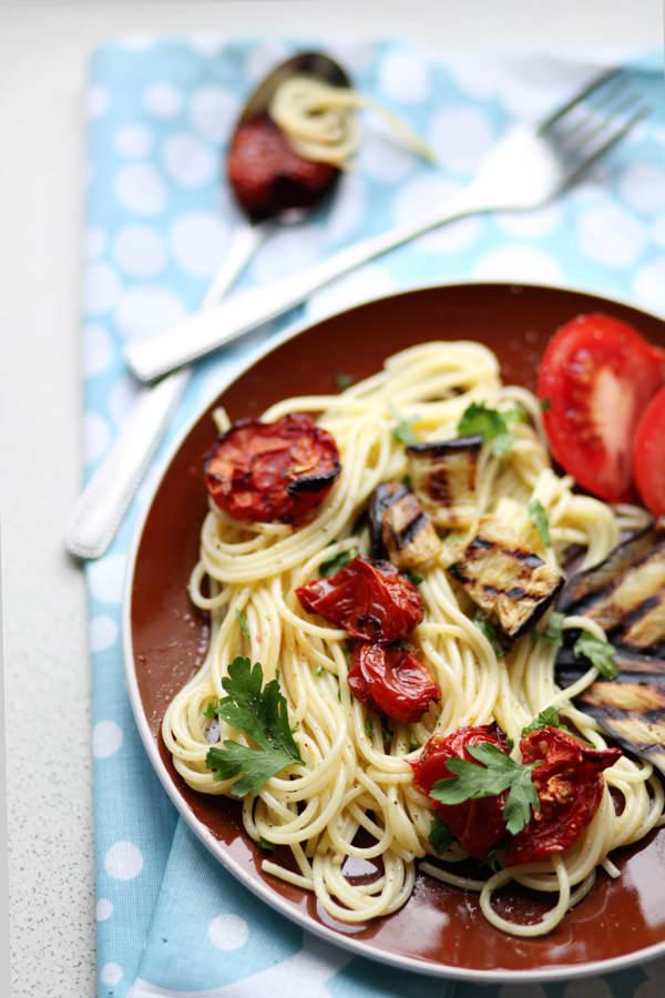 fotografia kulinarna makaron z suszonymi pomidorami