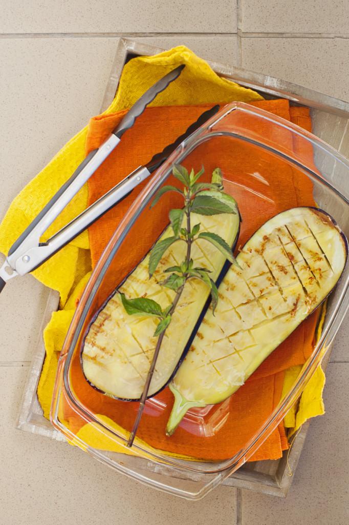 Pieczony bakłażan z mięsem mielonym i kaszą jaglaną