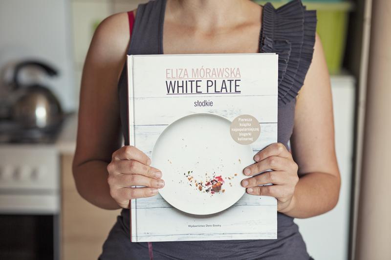 white plate słodkie