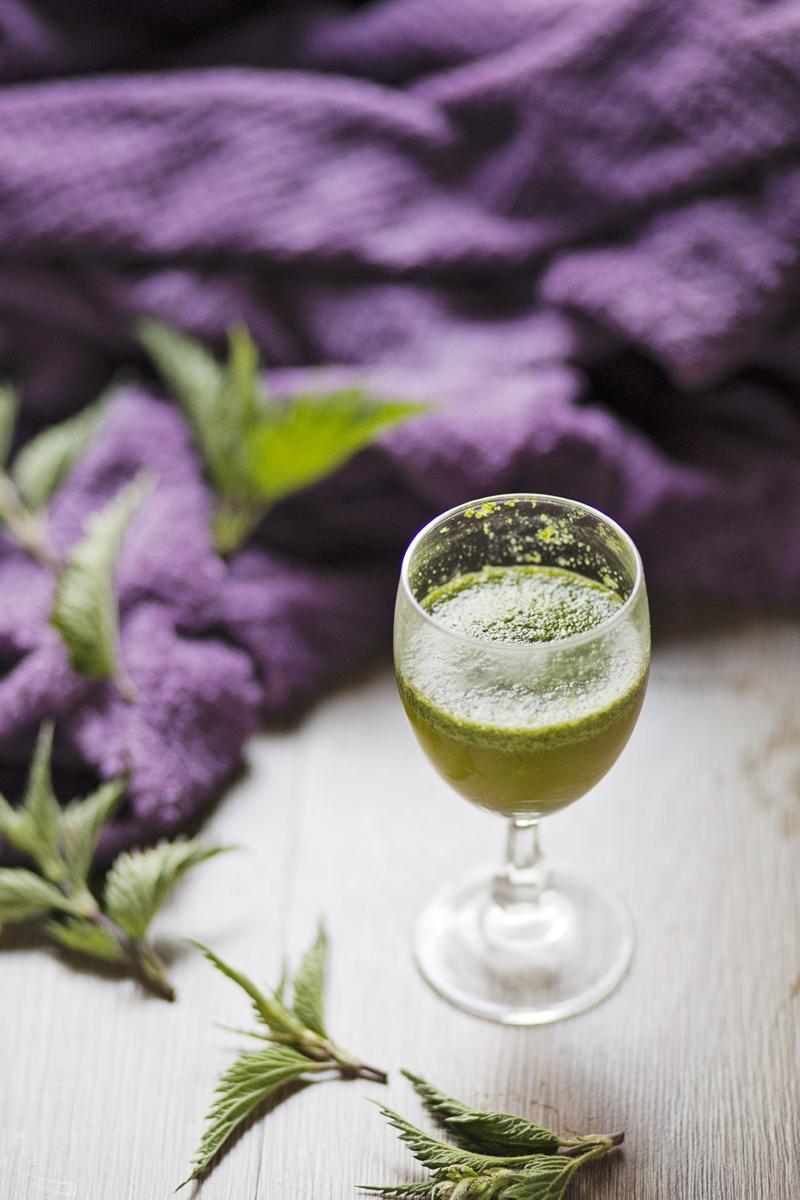 zielony koktajl z pokrzywy